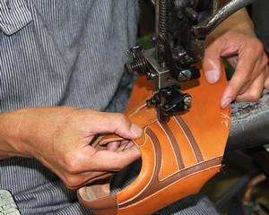 本革にこだわった靴作り